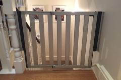 Fitting of Lindam Numi extendable aluminium stair gate