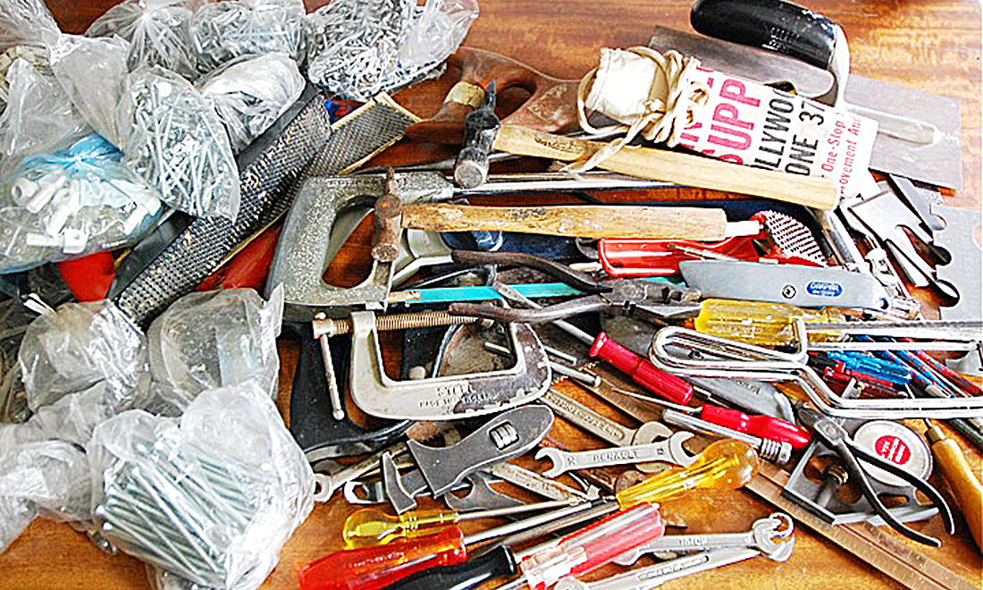 Handyman_tools_on_table