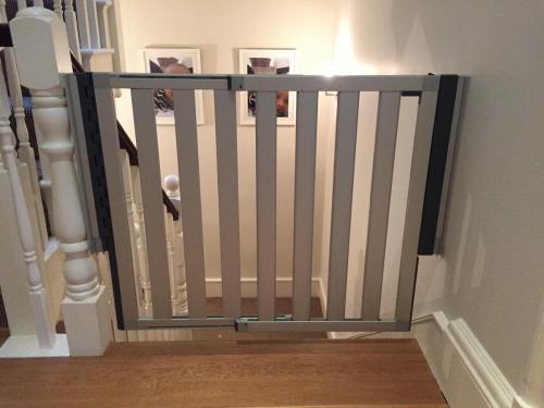 Lindam Numi stair gate fitting